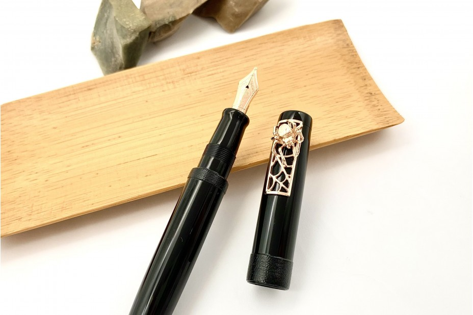 Nakaya Piccolo Long Writer Kuro-Roiro String-Rolled Model Fountain Pen with Pinkgold Spider Stopper