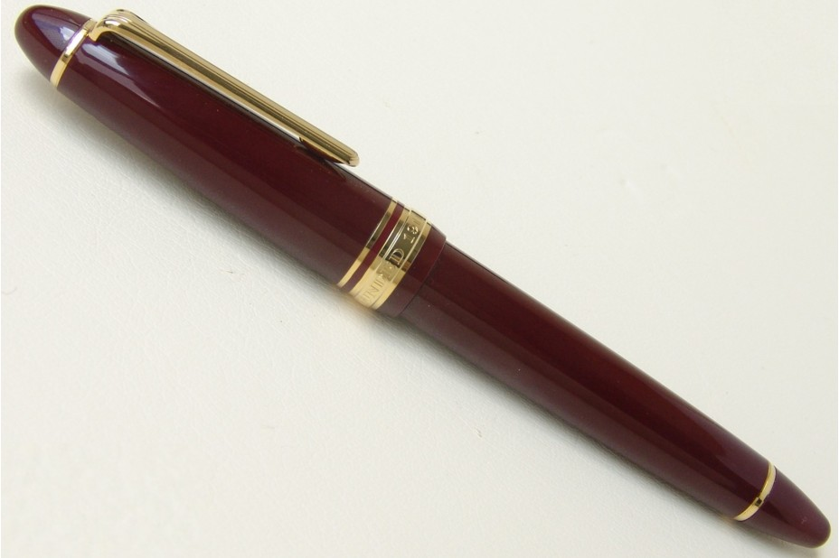 Sailor 1911 Standard Mid-Size Burgundy Gold Trim Fountain Pen